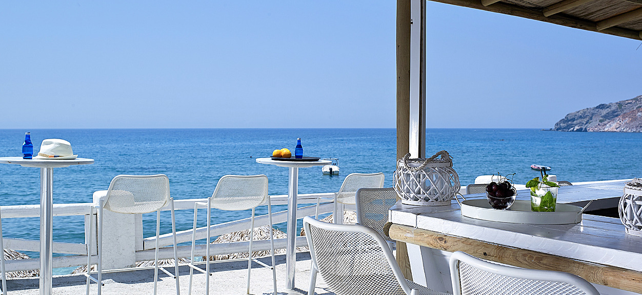 Beach_bar_sea_view_chillig_out_summertime_decoration_sunshine_Artemis_Deluxe_Rooms_Milos_island_Greece_Cyclades
