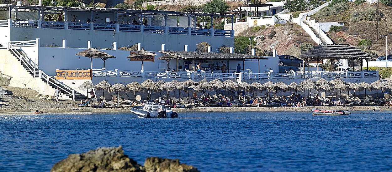 Beach_sea_aegean_sea_endless_blue_crystal_waters_summertime_Artemis_Deluxe_Rooms_Milos_island_Greece_Cyclades
