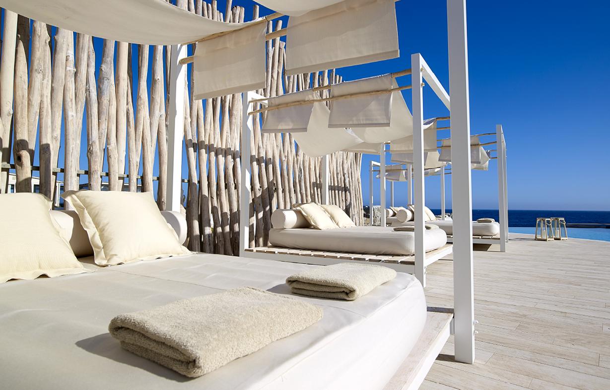 Sunbeds_swimming_pool__summer_sunny_days_sunbathing__Artemis_Deluxe_Rooms_Milos_island_Cyclades_Greece
