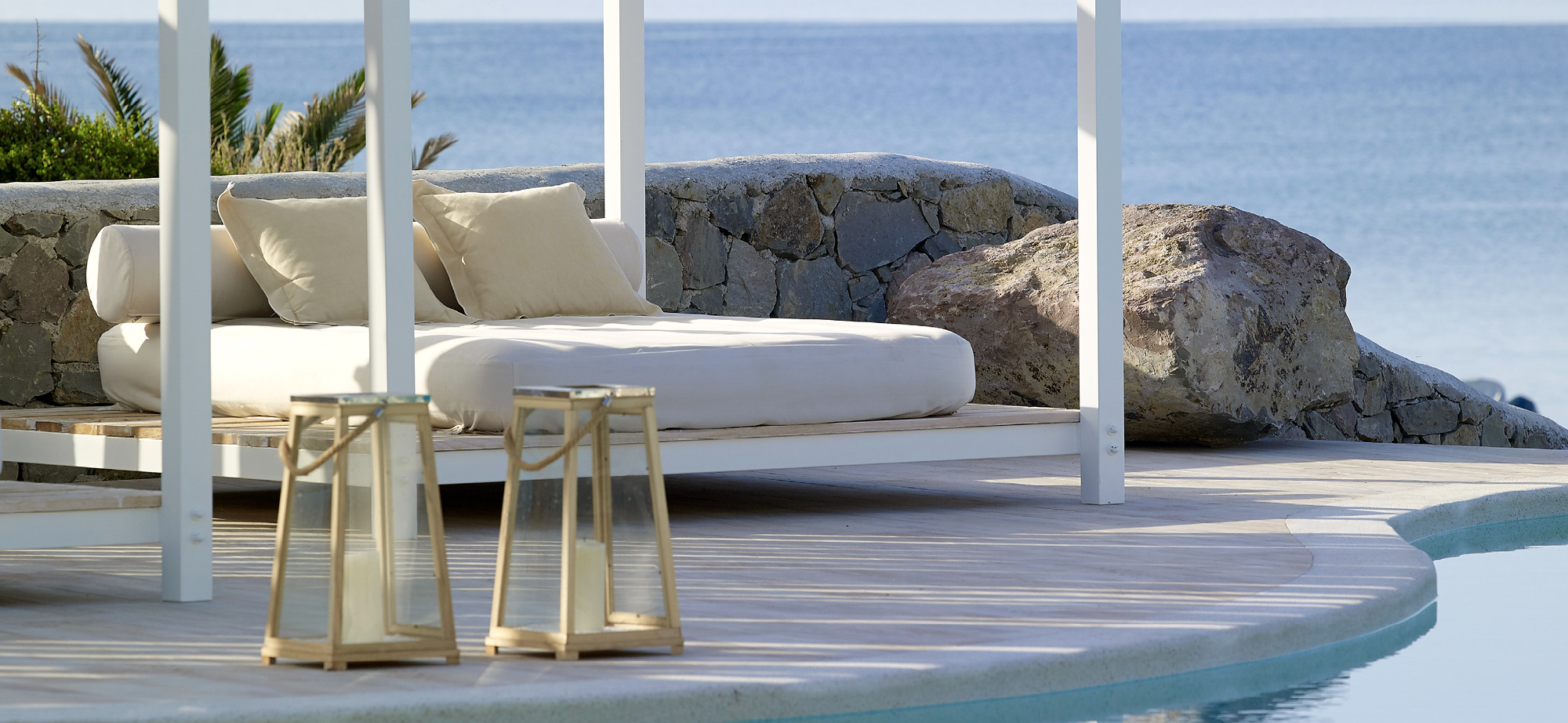 Sundbeds_and_swimming_pool_Artemis_Deluxe_Rooms_Milos_island_Greece_Cyclades2